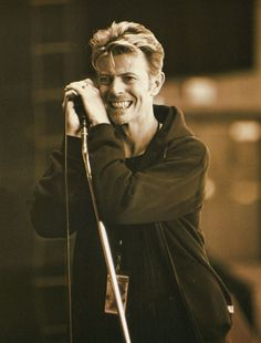 David Bowie, yet another great shot of him smiling