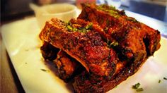 Barbecue Pork Ribs do The Basement Pub vão bem com Eisenbahn Rauchbier