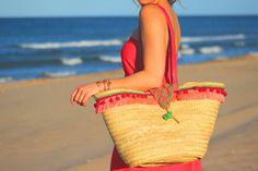 Capazo de palma con cierre de alamar y flecos disponible en varios colores que os iré mostrando