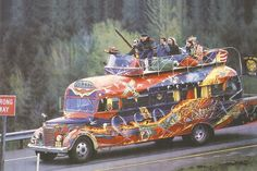 """The sixties.The Merry Pranksters. Known for their USA road trip chronicled in Tom Wolfe's book """"The Electric Kool-Aid Acid Test"""". The Grateful Dead among the most notable of the group. Joan Baez, Robert Kennedy, Hippie Love, Hippie Style, Hippie Chick, Hippie Car, Hippie Peace, 70s Style, Hippie Gypsy"""