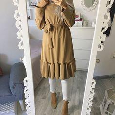 #volant 💃🏻 Tunika / Tunik 👉🏽 @city_abaya 10% auf alles mit dem Code 'ebru10' ❤️ Modest Fashion Hijab, Modern Hijab Fashion, Casual Hijab Outfit, Casual Skirt Outfits, Muslim Fashion, Modest Outfits, Eid Outfits, Fashion Outfits, Hijab Jeans