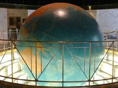 giant rotating globe in the lobby of the art deco Daily News Building, New York, built NYC, NY, USA Playgrounds For Sale, Rotating Globe, Turtle Bay, Map Globe, Radio City Music Hall, Antique Maps, Travel Themes, Art Deco Design, Little Houses