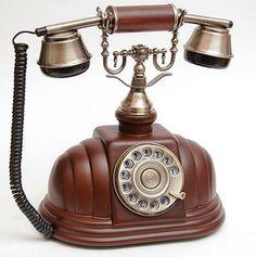 Teléfonos antiguos decorativos en madera. Funcionan.