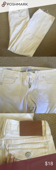 Vigoss Studio white jeans White jeans by Vigoss studio. No stains or anything. Boot cut style. Buttoned pockets Vigoss Jeans Flare & Wide Leg
