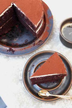Almost Tiramisu Double Espresso Chocolate Layer Cake #tiramisu #cake #chocolatecake #foodblogger #foodblog #recipe