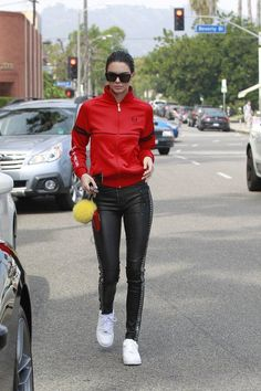2aff7de56f Look esportivo Kendall And Kylie Jenner