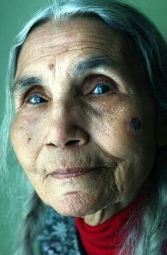 Donna Young Haliwa Saponi indian Elder (no date)  Such kindness and peace in her face........