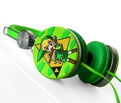 Zelda headphones earphones handpainted Link Triforce green yellow. If you want more, click here - http://goo.gl/aWlDw3