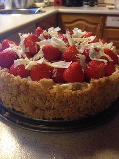 Cheesecake with strawberries and white chocolate