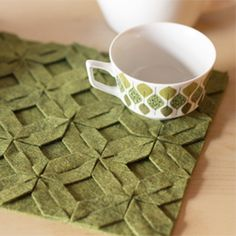 Get a free pattern for making modular felt trivets, placements, and more. #craftgawker
