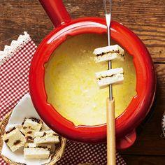 Käse-Fondue mit gefüllten Brotecken
