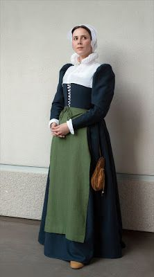 ~WastedWeeds~: Blue Elizabethan middle class gown/kirtle (inspired by Trevelyon, Elizabethan Gown, Elizabethan Clothing, Medieval Clothing, Renaissance Costume, Renaissance Dresses, Medieval Costume, 17th Century Clothing, 17th Century Fashion, 16th Century