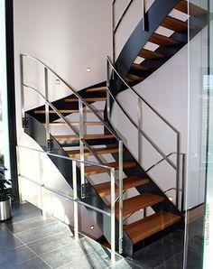 Stahlwangen-Typentreppe in Kleinmachnow 1 Skyline Homes, Stair Railing, Railings, Home And Living, Living Room, Divider, Villa, House, Houses