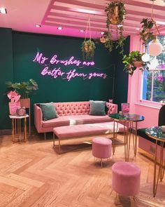 Makeup brush brand Spectrum Collections have opened their first ever store on London's Carnaby Street, Beauty Room Decor, Beauty Salon Decor, Beauty Salon Interior, Makeup Studio Decor, Nail Salon Decor, Salons Decor, Schönheitssalon Design, Studio Design, Design Color