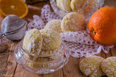 Biscotti morbidi all'arancia deliziosi, semplici e velocissimi da realizzare, sono senza burro e latte e piaceranno a tutti.