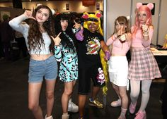 Delz Dev wearing Cakes with Faces' UniCorn t-shirt, with Beckii Cruel, Kelsey Ellison, Abipop and Noodlerella at MCM London Comic Con Oct 2016