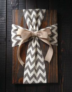Pallet crafts: Burlap Cross Wood Sign by simpleandsage on Etsy Diy Christmas Gifts, Holiday Crafts, Home Crafts, Crafts To Make, Diy Crafts, Rustic Crafts, Rustic Decor, Plaid Christmas, Christmas Decor