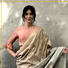 New and Stylish Model Blouse Designs - Kurti Blouse Sari Blouse Designs, Designer Blouse Patterns, Blouse Styles, Stylish Blouse Design, Stylish Sarees, Blouse Models, Indian Designer Outfits, Happy Weekend, Saree Blouse