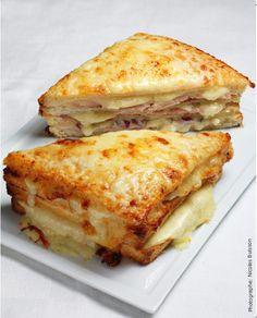 Mon croq' à moi : de la pâte de jambon infusé au thym, de la pâte de fromage aux lardons; le tout gratiné au four , pour un croque-monsieur gourmand à souhait! La recette sur ma page Facebook ! facebook.conticini.fr