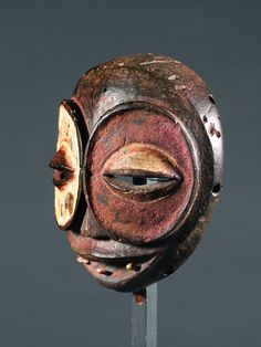 African & Oceanic Art Auctions-Auction-Lots IBIBIO-MASKE Nigeria. H 20,5 cm.