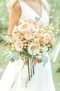 6 Most Popular Wedding Flowers and Beautiful Ways to Use Them - MODwedding Mod Wedding, Floral Wedding, Wedding Colors, Peach Bouquet, Wedding Mint Green, Bride Bouquets, Bridal Flowers, Spring Wedding, Floral Arrangements