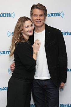 Drew Barrymore Photos Photos - Actors Drew Barrymore and Timothy Olyphant visit the SiriusXM studio on January 27, 2017 in New York City. - SiriusXM's Town Hall With Drew Barrymore And Tim Olyphant