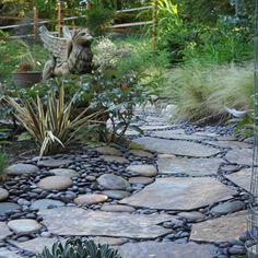 Káprázatos járdák és kerti utak folyami kövekből, kavicsokból! Lenyűgöző tippek! River Rock Landscaping, Mailbox Landscaping, Hillside Landscaping, Landscaping With Rocks, Landscaping Ideas, Rock Design, Modern Design, The River, Mandala Design
