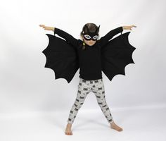 Look out night skies! Theres a new bat in town.... Brave, cheeky and incredibly good looking...  Our Bat sets are perfect for nocturnal spooky fun and zooming around to meet other friendly marsupials..  Both wings and mask are made out of soft & durable felt. Elastic shoulder & arm loops allow the wearer to flap & fly in the moonlight!   --------------------------- SIZING: Masks are OSFA Wing sizes: Small: 1-3 years old Medium: 2-8 years old (SOLD OUT) Large: 6-12 years old…