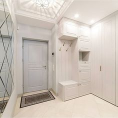 Foyer Design, Home Room Design, Interior Design Living Room, Studio Apartment Decorating, Apartment Interior, Dressing Room Decor, Gold Room Decor, Home Entrance Decor, Diy Home Furniture