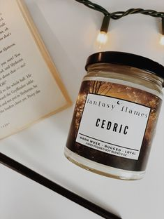 An aesthetic Harry Potter inspired candle that smells like Cedric Diggory. Harry Potter Candles, Harry Potter Puns, Harry James Potter, Harry Potter Gifts, Harry Potter Characters, Scented Candles, Candle Jars, Cedric Diggory Aesthetic, Hufflepuff Bedroom