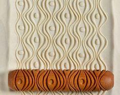 Ceramic Texture, Clay Texture, Texture Art, Diy Clay, Clay Crafts, Crafts To Make, Arts And Crafts, Wall Texture Design, Roller Design