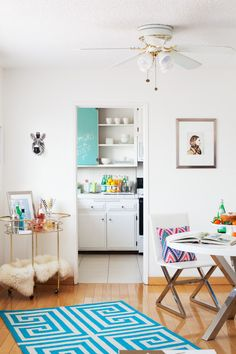 my living room + kitchen in darling magazine Estilo Interior, Home Interior, Interior And Exterior, Interior Decorating, Interior Design Courses, Cottage Style Homes, Design Your Dream House, First Apartment, Home And Living
