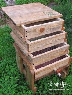 thought for the comfortable transformation and in little space of organic waste in compost of excellent quality they consist of three trays hor Garden Compost, Veg Garden, Garden Pests, Gardening, Worm Farm Diy, Earthworm Farm, Red Worms, Soil Improvement, Worm Composting