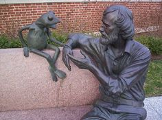 Jim Henson memorial statue on the campus of College Park