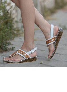 Latest fashion trends in women's Shoes. Shop online for fashionable ladies' Shoes at Floryday - your favourite high street store. Fall Flats, Fall Shoes, Summer Shoes, Huarache, Exclusively Pumping, White Pumps, Gucci Shoes, Steve Madden Shoes, Vintage Shoes