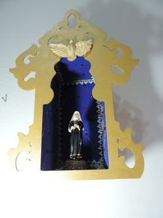 Oratório para você colocar seu santo de devoção. Em madeira pintada a mão com revestimento interno emborrachado. Fazemos sob encomenda em 3 dias. Tamanho: 36,5 de altura, 26,5 cm de largura e 12 cm de comprimento. Obs.: não acompanha a imagem. R$ 70,00