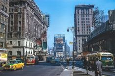Earth In The Past: Color Photos Of New York City in the / Times Square, 1962 New York City Photos, New York Pictures, Old Pictures, Times Square New York, Ny Ny, Old City, City Streets, Cool Photos, Interesting Photos