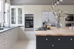 11 Kitchen Cabinet & Storage Tips from Design Experts Contemporary Kitchen Cabinet Design Experts Kitchen Storage Tips Open Plan Kitchen, Country Kitchen, New Kitchen, Shaker Kitchen, Küchen Design, Home Design, Layout Design, Design Firms, Interior Design