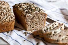 Celozrnný chléb bez hnětení Keto Bread, Sourdough Bread, Good Food, Yummy Food, Czech Recipes, Sweet Pie, Bread And Pastries, Baking Recipes, Bakery