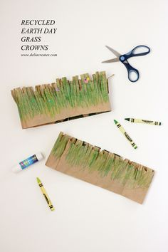 Crowns for Earth Day Whip up these easy, toddler friendly paper grass crowns for Earth Day! // via Delia CreatesWhip up these easy, toddler friendly paper grass crowns for Earth Day! // via Delia Creates Recycled Crafts Kids, K Crafts, Nature Crafts, Recycle Crafts, Recycled Art, Recycled Materials, Paper Crafts, Earth Craft, Earth Day Crafts