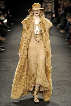 Runway pictures from the Angelo Marani show at Milan Fashion Week Fall Fur Fashion, High Fashion, Autumn Fashion, Milan Fashion, Fabulous Furs, Mode Vintage, Couture, Winter Wear, Pretty Outfits