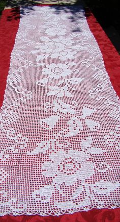 White filet crocheted table runner with primroses and bluebells White filet crocheted table runner with by BearMtnCrochet on Etsy Crochet Bedspread Pattern, Crochet Lace Edging, Crochet Curtains, Crochet Art, Thread Crochet, Vintage Crochet, Crochet Placemats, Crochet Table Runner, Filet Crochet Charts