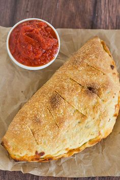 Calzones Simple, classic calzones made from an easy pizza dough and with an unlimited assortment of filling possibilities!Simple, classic calzones made from an easy pizza dough and with an unlimited assortment of filling possibilities! Easy Pizza Dough, Calzone Dough, Calzone Recipe With Pizza Dough, Pepperoni Calzone, Cheese Calzone, Pizza Calzones, Daiya Cheese, Pepperoni Recipes, Stromboli Recipe