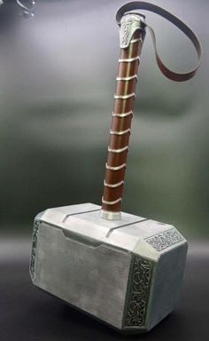 Thor Hammer Tattoo, Thor Tattoo, Marvel Dc Comics, Marvel Heroes, Glaive Weapons, Thor Outfit, Hammer Marvel, Iron Man, Sword Design