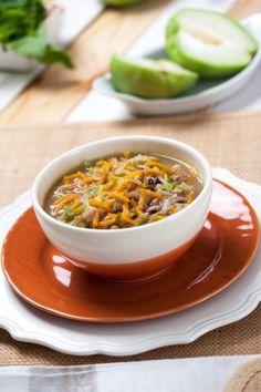 Sopa de feijão-frade Porque nem todas as receitas têm de ter carne ou peixe.  Saúde à Mesa nº 100 - Julho 2014  www.teleculinaria.pt