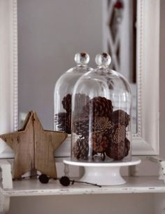 Pine cones in a bell jar. Noel Christmas, Christmas Is Coming, White Christmas, Christmas Crafts, Christmas Decorations, Seasonal Decor, Fall Decor, Holiday Decor, Glass Domes