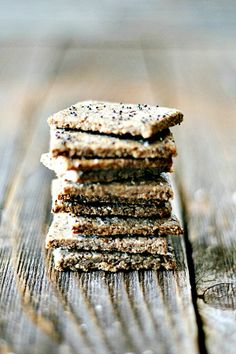 easy to make, only healthy ingredients, gluten free nut crackers   heathersfrenchpress.com #snackhappy