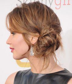 Jennifer Lawrence Le chignon flou au creux de l'oreille