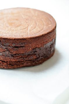 Cake with caramel ganache, chocolate & caramelized hazelnuts