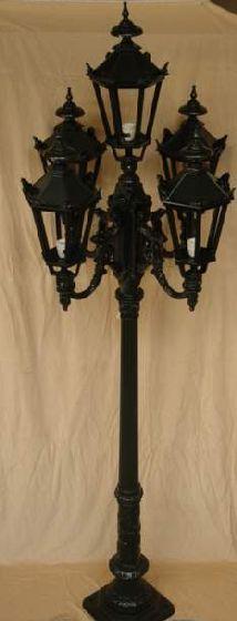 Straat lantaarn, vijf lichts. Antieke replica.